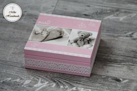 Pudełko na pamiątkę Chrztu Świętego - dziewczynka (stópki)