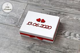 Pudełko na obrączki -białe z datą i imionami w środku