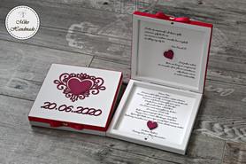 Pudełko z prośbą o błogosławieństwo z datą