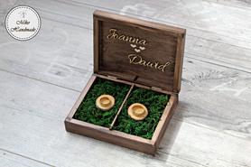 Pudełko na obrączki - brązowe z imionami i mchem