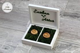 Pudełko na obrączki - białe z imionami i mchem