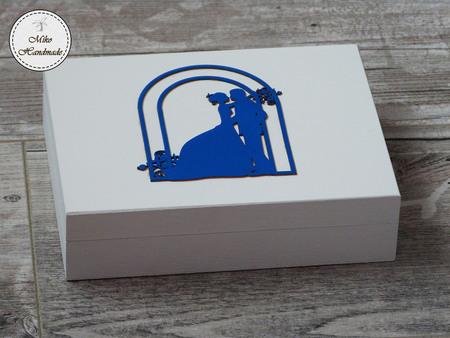 Pudełko na obrączki -białe z napisami (czerwone wypełnienie) (1)