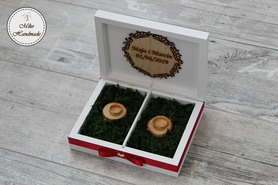 Pudełko na obrączki - białe z imionami i datą (mech)