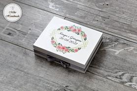 Pudełko na obrączki - rożowe róże - srebrna wstążka