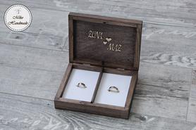 Pudełko na obrączki - brązowe z napisami (białe wypełnienie)