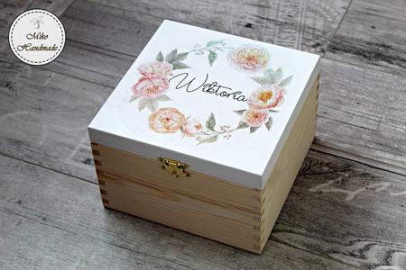 Pudełko z imieniem - beżowe kwiaty (1)